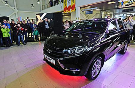 Во время старта продаж нового отечественного кроссовера Lada Xray в Санкт-Петербурге