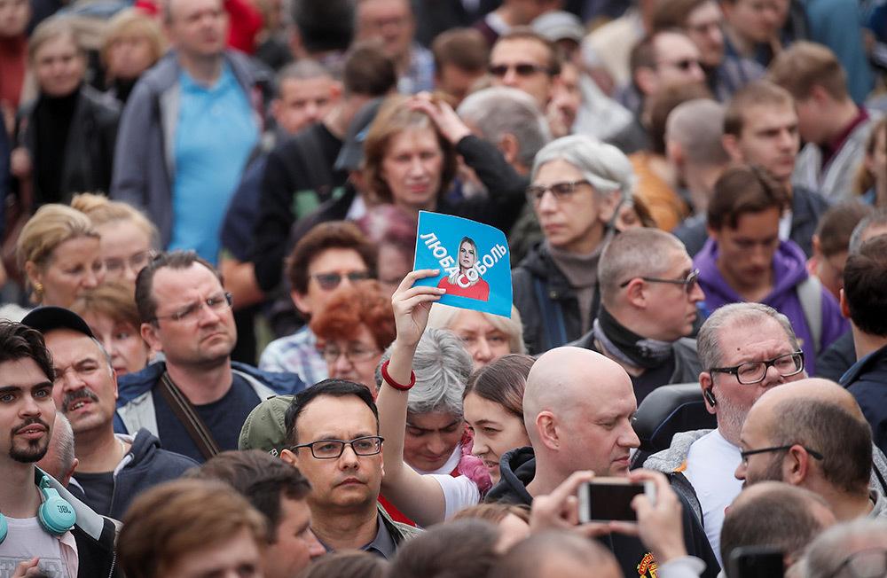 https://cdn.bfm.ru/gallery/full/2019/07/14/2019-07-14t113548z_900745104_rc1d311f91e0_rtrmadp_3_russia-election-rally.jpg
