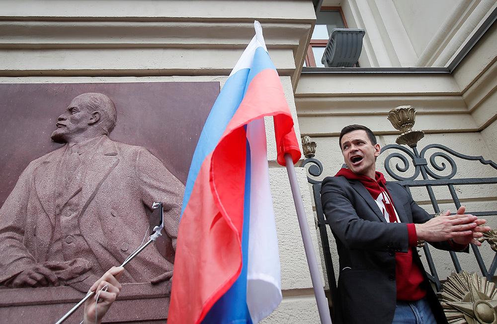 https://cdn.bfm.ru/gallery/full/2019/07/14/2019-07-14t115320z_737167987_rc1455947f00_rtrmadp_3_russia-election-rally-1.jpg