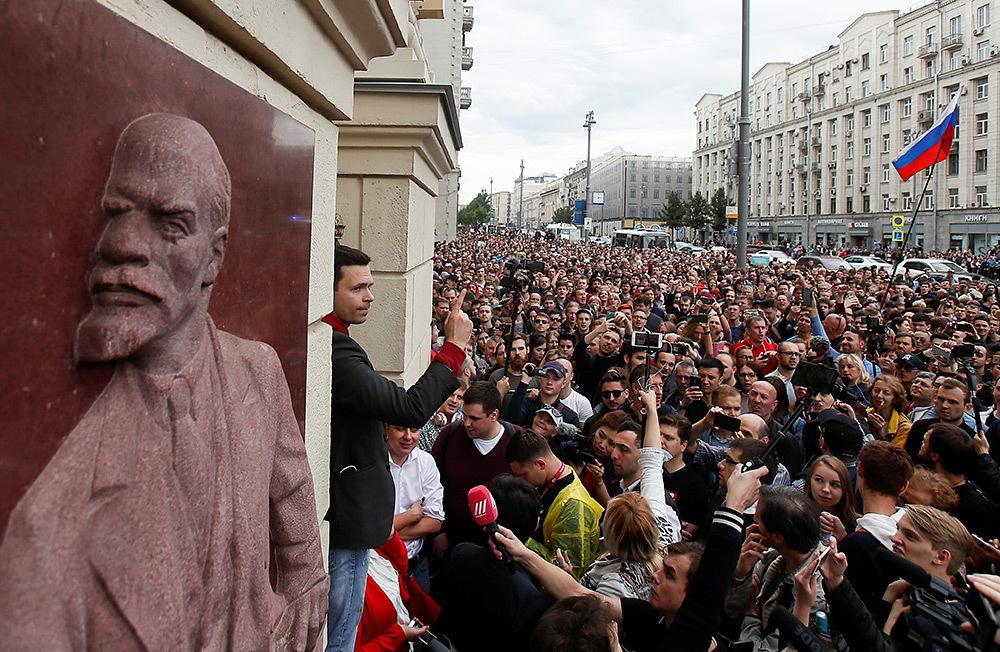 https://cdn.bfm.ru/gallery/full/2019/07/14/2019-07-14t121334z_98376680_rc18ca458a90_rtrmadp_3_russia-election-rally.jpg