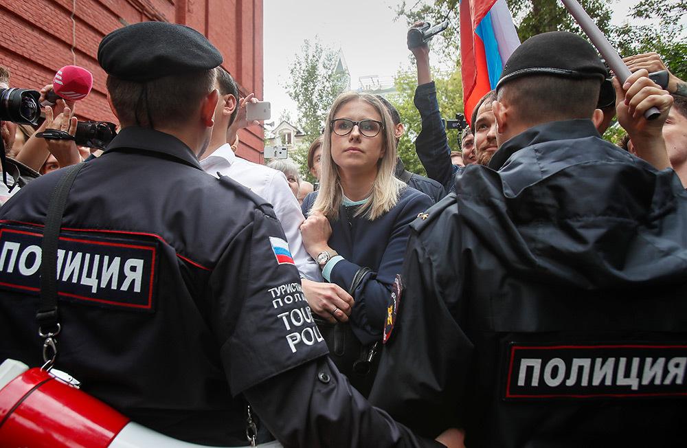 https://cdn.bfm.ru/gallery/full/2019/07/14/2019-07-14t125023z_325078809_rc1ca6cff170_rtrmadp_3_russia-election-rally.jpg