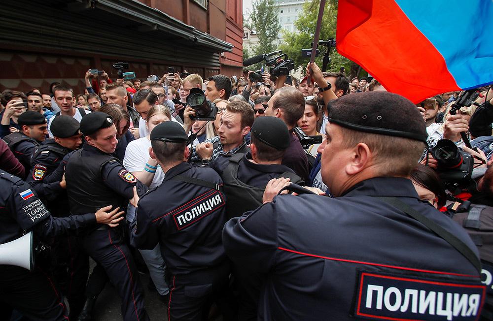 https://cdn.bfm.ru/gallery/full/2019/07/14/2019-07-14t132449z_918243545_rc1bf91d30b0_rtrmadp_3_russia-election-rally.jpg
