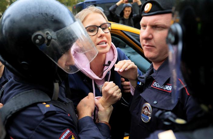 https://cdn.bfm.ru/gallery/width700/2019/08/03/2019-08-03t111002z_2094127996_rc1effd4e410_rtrmadp_3_russia-politics-protests.jpg