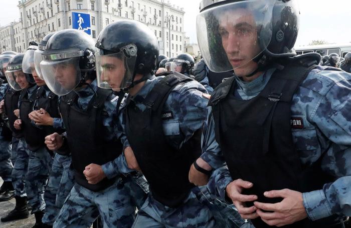 https://cdn.bfm.ru/gallery/width700/2019/08/03/2019-08-03t131757z_586309596_rc17a18fcd60_rtrmadp_3_russia-politics-protests.jpg