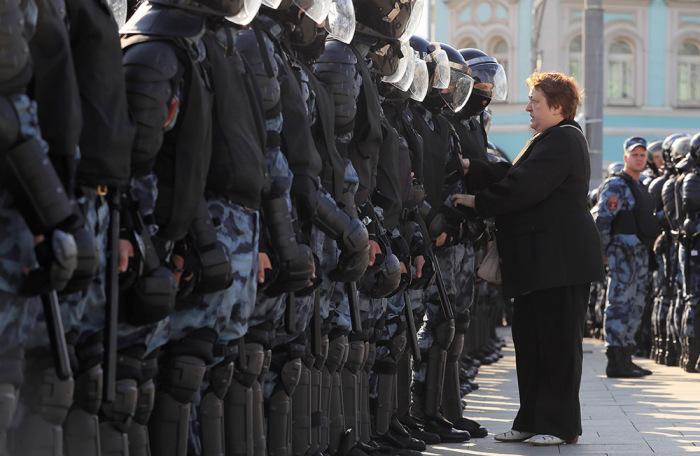 https://cdn.bfm.ru/gallery/width700/2019/08/03/2019-08-03t141349z_2132754657_rc15069f6700_rtrmadp_3_russia-politics-protests.jpg