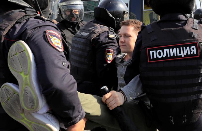 https://cdn.bfm.ru/gallery/width700/2019/08/03/2019-08-03t165503z_205540187_rc1733700460_rtrmadp_3_russia-politics-protests.jpg