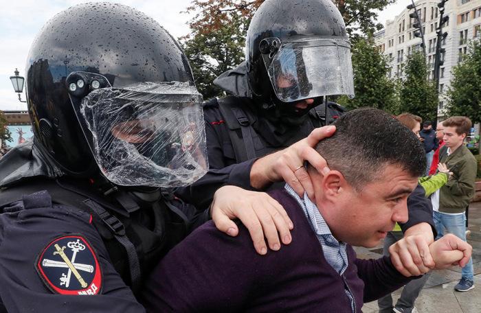 https://cdn.bfm.ru/gallery/width700/2019/08/03/2019-08-03t171229z_1214817685_rc1ca23715b0_rtrmadp_3_russia-politics-protests.jpg