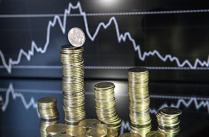 Слабый доллар и дорогая нефть. Почему же рубль не укрепляется?