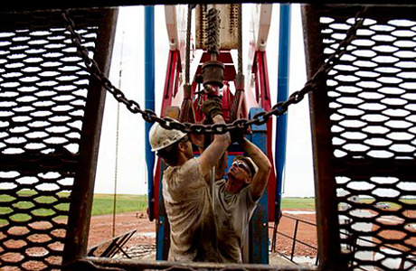 Цены на нефть попали в зависимость к заголовкам