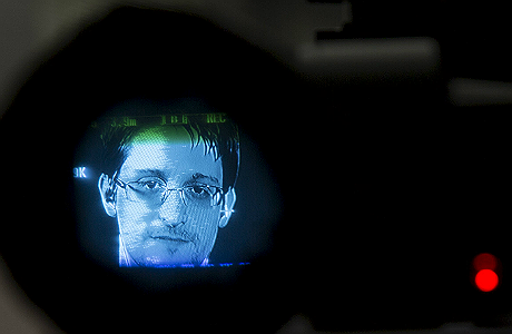 Сноуден предупредил о «смурфиках-шпионах»