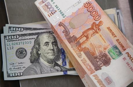 Рубль начал год с укрепления