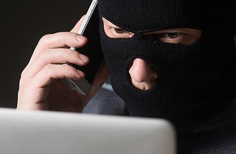 Россию захлестнула волна телефонного террора. Кому нужна паника?