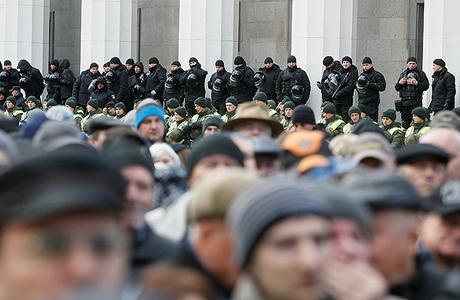 «Без столкновений и без крови». На Украине — Народное вече