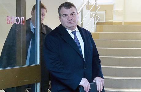 Сердюков судится с соседями — хирургами королевских особ