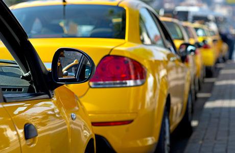 Агрегаторов такси обяжут отчитываться о тарифах