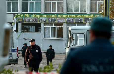 Эксперты прокомментировали видео нападения в Керчи и оружие Рослякова: «Суперподготовки у него не было»