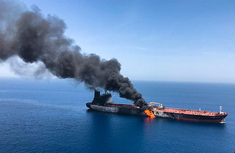 Кто мог атаковать танкеры в Оманском заливе?