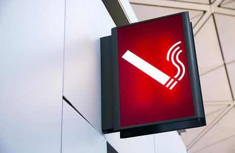 Курилки могут вернуться в российские аэропорты: Госдума приняла законопроект об этом в первом чтении
