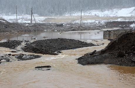 Прорыв дамбы в Красноярском крае: стихия или снова человеческий фактор?
