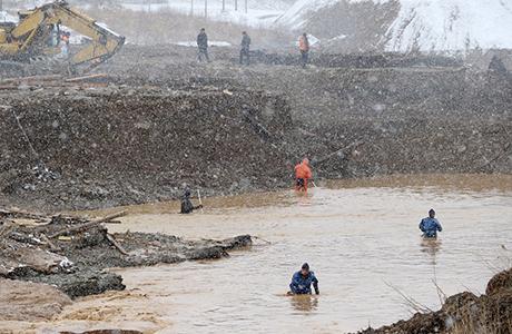 В Красноярском крае сегодня день траура по погибшим в результате прорыва дамбы