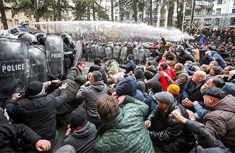 Грузинская оппозиция назвала условие для прекращения акций протеста в центре Тбилиси