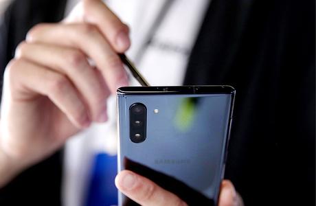Samsung будет предустанавливать российский софт на свои устройства