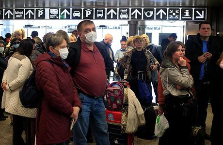 «Просто отменили рейсы». Российские туристы застряли на Занзибаре из-за коронавируса