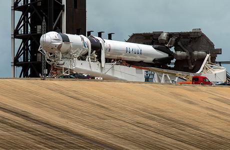 Историческая миссия. SpaceX Илона Маска впервые отправит астронавтов к МКС