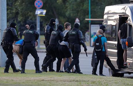 Странный отъезд Тихановской и продолжающиеся волнения: третий день протестов в Белоруссии