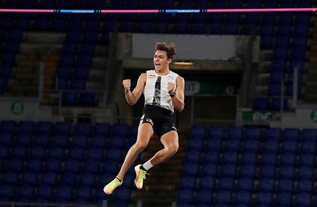 Шведский атлет установил новый мировой рекорд в прыжках с шестом на открытом воздухе