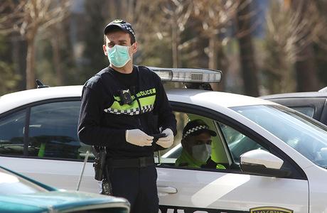 Вооруженные преступники захватили заложников в филиале Банка Грузии в Зугдиди