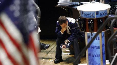 Нью-йоркские брокеры в отчаянии. Фото: REUTERS