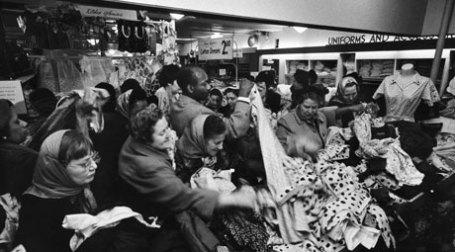 Дисконт объявлен распродажей. Фото: архив журнала LIFE