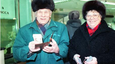 1998 г. Вкладчики Сбербанка. Фото: ИТАР-ТАСС