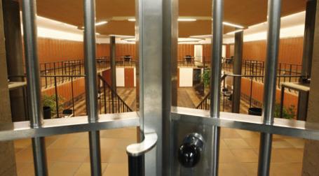 Вход в банковское хранилище. Фото: REUTERS