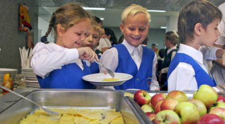 Популяция детей в школьной столовой. Фото: ИТАР-ТАСС