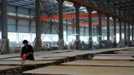 Рабочий на заводе в Китае. Фото: ming xia/flickr.com