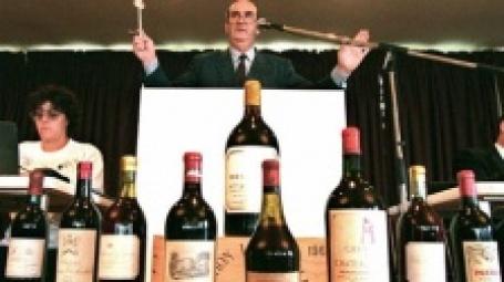 Продажа Шато Лафит на аукционе. Фото: AFP