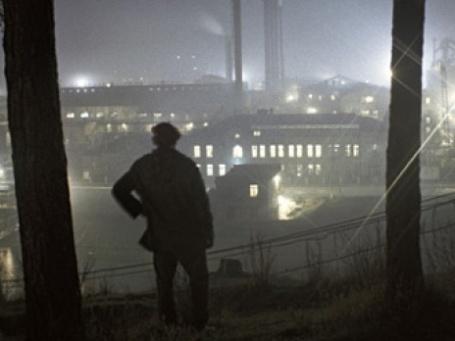Рабочий около металлургического завода. Фото: РИА НОВОСТИ