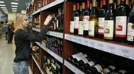 Во время кризиса дорогие вина спросом у россиян не пользуются. Фото: ИТАР-ТАСС