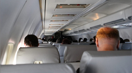 Пассажиры в салоне самолета. Фото: russos.livejournal.com