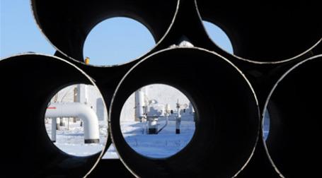Монопольное положение позволяет «Газпрому» зарабатывать и на транспортировке. Фото: AFP