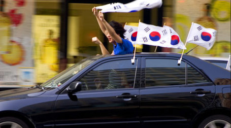 Корейские фанаты еду на машине. Фото: Carrie Musgrave | Livebabylive.com/flickr.com