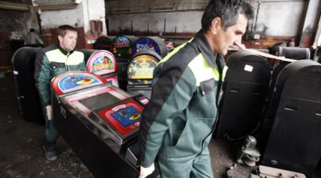 Перевозка игровых автоматов. Фото: ИТАР-ТАСС
