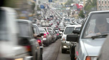Обеспеченность населения Москвы и Санкт-Петербурга автомобилями приближена к европейской. Фото: AFP