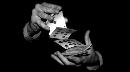 Банкам приходится играть в открытую. Фото: Metius/flickr.com
