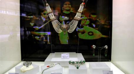 Ювелирные украшения, представленные аукционным домом Christie's в Дубае. Фото: AFP