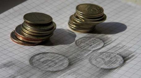 Монеты достоинством 1, 2 и 5 рублей. Фото: Наталья Гребенюк/BFM.ru