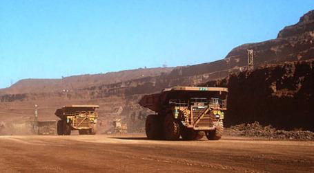 Добыча руды. Фото: trevor lawrie/flickr.com
