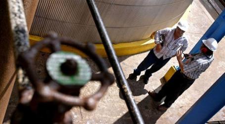 Рост цен на топливо ведет к повышению стоимости производства. Фото: AFP